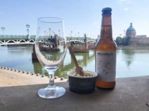 Photo verre Les Zythophiles, glace au banoffee et bière Préambule de la brasserie Le Gué des Moines